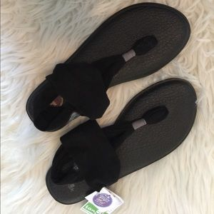 Sanuk // Black Sandals NWT